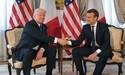 Ông Macron lý giải vụ 'gồng mình' bắt tay ông Trump
