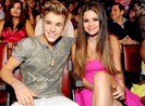 Justin Bieber và Selena Gomez lại tái hợp chớp nhoáng