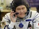 Phi hành gia 'cao thêm 9 cm ngoài vũ trụ' nói gì?