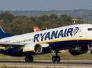 Máy bay hạ cánh khẩn cấp vì 20 hành khách say xỉn, quậy phá