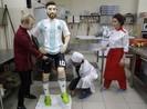 Người Nga tổ chức sinh nhật chu đáo cho Messi