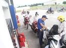 Tại sao giá dầu diesel chỉ giảm 5 đồng/lít?
