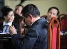 Cựu tướng Phan Văn Vĩnh liên tục lau mắt, dùng quyền im lặng