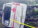 Lật xe cấp cứu, bệnh nhân tử vong, 5 người nhập viện
