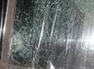 Ném vỡ kính xe công an vì… bực chuyện gia đình