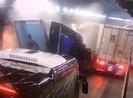 2 xe container tông trong hầm Hải Vân, kẹt xe nhiều giờ liền