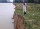 Đất sản xuất của người dân Đà Nẵng trôi xuống sông