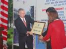Đại sứ Mỹ trao 700.000 USD để trùng tu Triệu tổ miếu