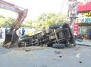 Huế: Xe tải sập hố công trình, 2 người bị thương
