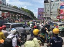 Người dân bực bội vì 'dính' kẹt xe một số tuyến đường ở TP.HCM
