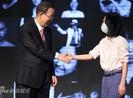 Châu Tấn đeo khẩu trang diện kiến Tổng thư ký LHQ