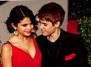 Justin Bieber cầu xin Selena Gomez quay lại
