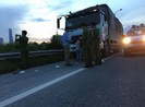 Vợ chồng tài xế xe tải bị cướp tấn công trên đại lộ