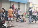 2 người bán trà sữa trên vỉa hè bị đánh dã man