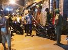 Clip: Hơn 50 cảnh sát vây bắt nghi can đâm hiệp sĩ trong đêm