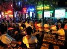 Nhẹ cả người vì quán cà phê vẫn được chiếu World Cup