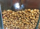 Siêu thị Auchan bán hạt khô chứa côn trùng