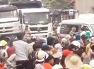 Dân phản đối dự án, dồn ra đường gây ách tắc quốc lộ 1