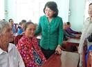 Phó Chủ tịch nước thăm gia đình chính sách ở Vĩnh Long