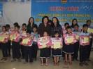 Phó chủ tịch nước trao quà cho trẻ em làng SOS