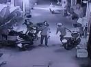 Camera ghi cảnh cướp xe máy táo tợn ở quận Tân Phú
