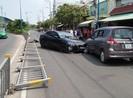 Xế hộp húc văng dải phân cách, tông liên hoàn tại quận Tân Phú