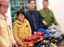 Cô gái chở pháo Tết đi bán bị bắt ở Nghệ An