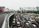 Kẹt xe chưa từng có ở Tân Sơn Nhất, dù mới xây cầu vượt
