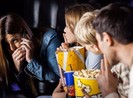 Cô gái bị đánh ở rạp phim và câu chuyện ý thức