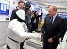 Tổng thống Putin bắt tay, trò chuyện với robot