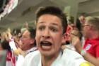 Cả nước Anh phát cuồng, ăn mừng điên dại vì Harry Kane