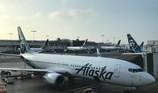 Hành khách khỏa thân quấy rối, máy bay hạ cánh khẩn