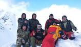 Sống sót kỳ diệu sau 4 ngày kẹt ở ngọn núi lạnh nhất nước Nga