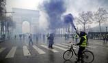 Chùm ảnh: Khải Hoàn Môn của Pháp tan hoang vì biểu tình