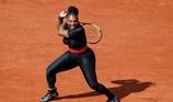 Serena William giải thích gì về bộ đồ thi đấu kỳ dị?