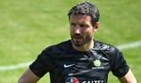 Mark van Bommel: Đừng sợ hãi 'cái áo có chữ Messi'