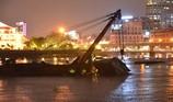 Chìm sà lan trên sông Sài Gòn, đe dọa hầm Thủ Thiêm