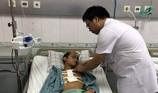 Bị đâm thấu tim, thanh niên 17 tuổi sốc mất máu nặng