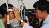 Ăn cháo chữa cận thị: Cận không khỏi, mắt càng thêm nheo
