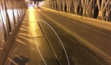 Dân sợ bị lọt xe máy khi qua cầu