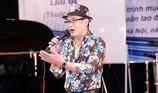 Nhiều người hâm mộ gửi áo ấm tặng ca sĩ Tuấn Vũ