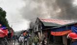 Huy động xe chữa cháy sân bay dập lửa vụ cháy kho 2.000 m2