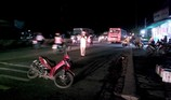 Ô tô khách va chạm xe máy, 1 phụ nữ gãy tay và chân