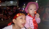 Hình ảnh CĐV ở Cần Thơ cuồng nhiệt dõi theo tuyển Việt Nam