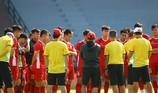 Thầy trò Park Hang-seo đội nắng tập giữa trưa ở Malaysia