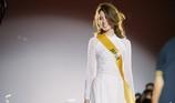 Chỉ Miss Nhật Bản mặc áo dài giữa rừng váy dạ hội