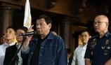 Ông Duterte triệu tập, dọa xử 102 cảnh sát trước truyền thông