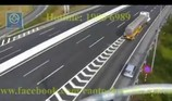 Đề nghị xử phạt tài xế xe hơi chạy lùi trên cao tốc