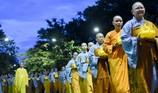 Hàng ngàn người tham gia lễ rước Phật tại Huế