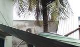 Mưa lốc giật bay nhiều mái nhà ở TP.HCM